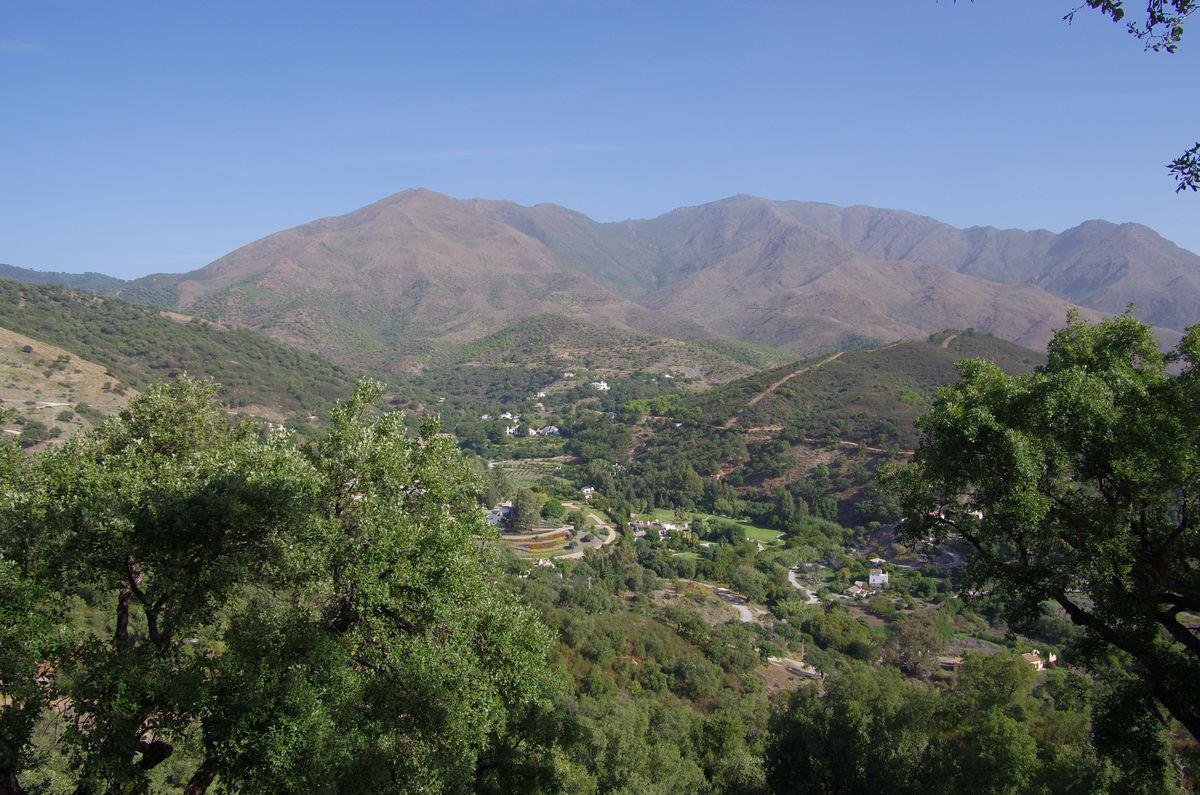 karges und bergiges Hinterland