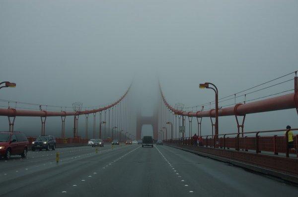 Golden Gate Bridge im üblichen Nebel