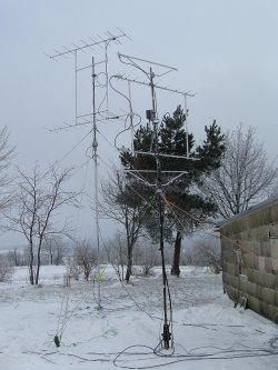 Im März liegt auch manchmal noch Schnee, die beiden drehbaren Antennen sind hier gut zu sehen