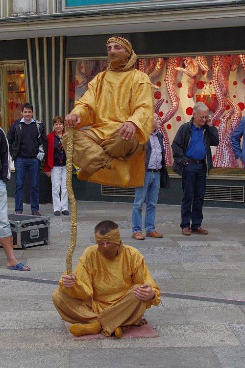 Trick, auch als Schwebender Mönch bekannt