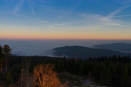 Der Lindenberg schaut auch gerade noch aus dem Nebel