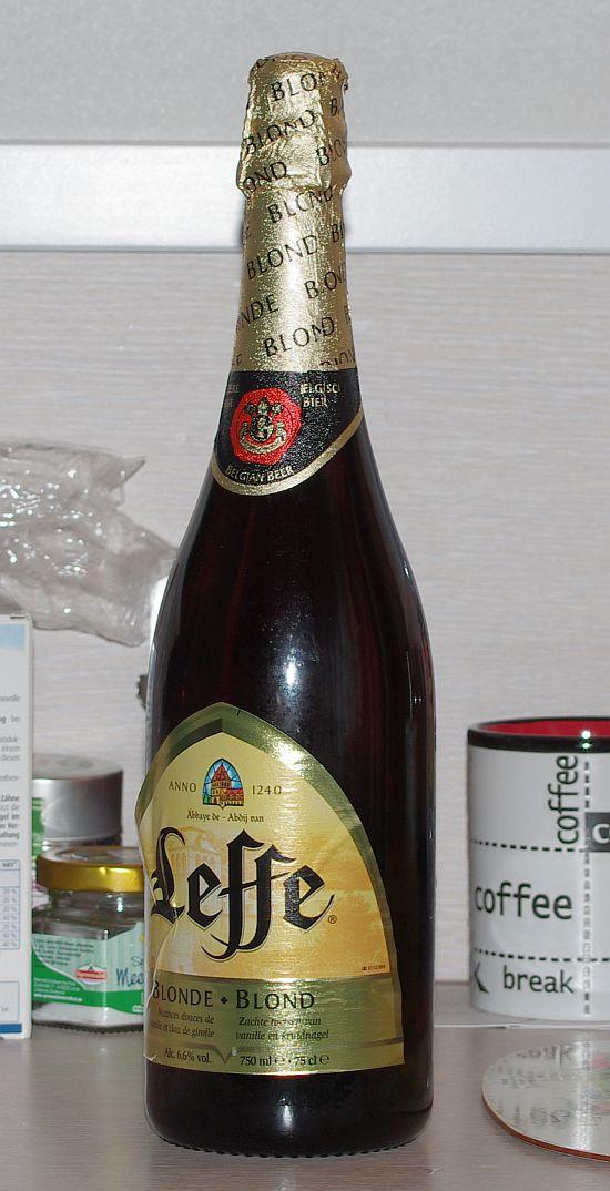 Sektflasche mit .... Bier