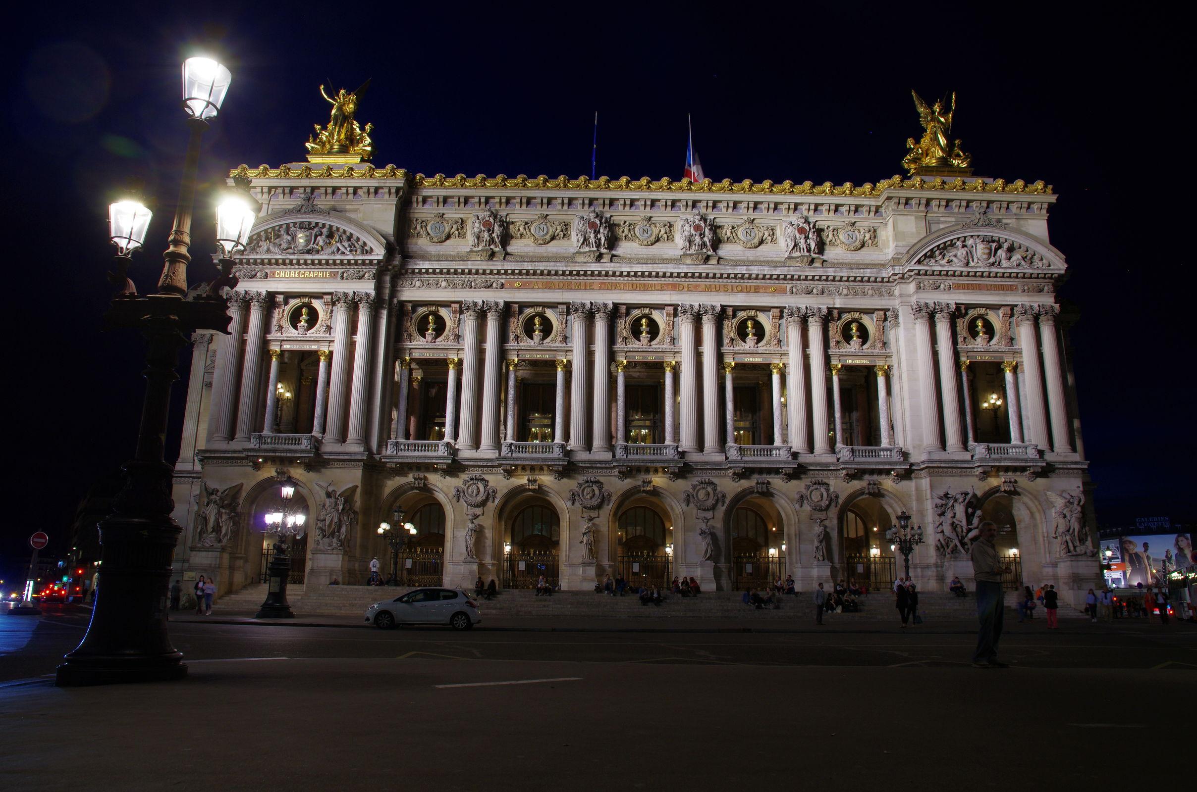 Die Oper, an der Seite gab es das Abendessen