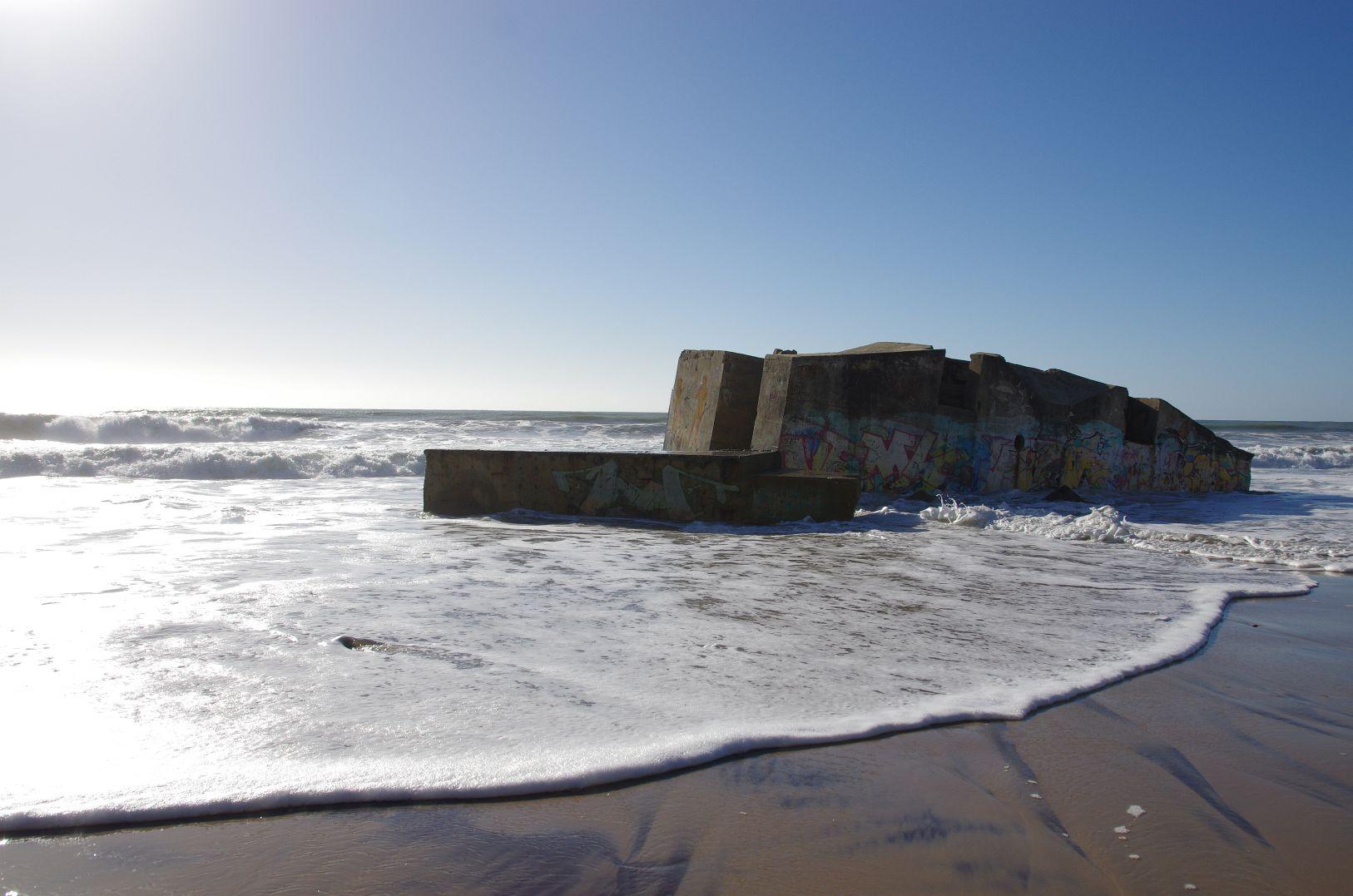 Bunker gibt es an der ganzen Küste