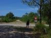 man beachte den Treibsandweg (ist ein Feuerschutzstreifen) und das Vorfahrtschild mitten in der Pampa