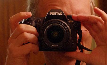 meine Pentax K-5, ISO3200 bei schwachem Glühlampenlicht